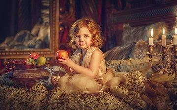 свечи, платье, фрукты, рыжая, зеркало, девочка, ребенок, наряд, кровать, ваза, мех, покрывало, канделябр