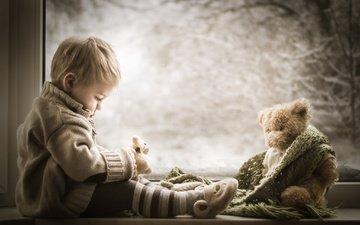 зима, дети, мишка, игрушка, ребенок, окно, мальчик, малыш, шарф, подоконник, iwona podlasinska