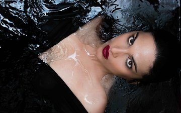 глаза, вода, девушка, поза, модель, волосы, черный фон, губы, лицо, актриса, дикша, deeksha
