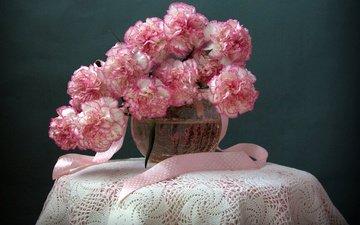 цветы, ваза, лента, аквариум, столик, натюрморт, кружева, скатерть, гвоздики