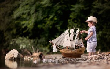 stones, stream, sand, summer, ship, squirt, toy, the game, child, boy, t-shirt, hat, shorts, ship model