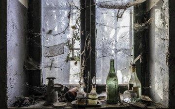 интерьер, окно, паутина, стекло, бутылки