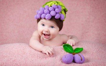 дети, радость, игрушка, ягоды, ребенок, малыш, младенец, шапочка, сливы