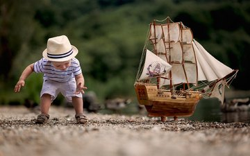 stream, sand, ship, toy, the game, child, boy, t-shirt, hat, shorts, boat.