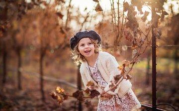 ветка, природа, листья, платье, улыбка, осень, девочка, ребенок, берет, курточка, sergey bidun