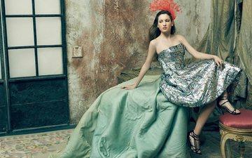 девушка, платье, поза, взгляд, комната, волосы, актриса, сидя, ивана бакеро, ivana baquero, испанская актриса