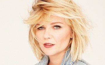 блондинка, портрет, взгляд, лицо, актриса, белый фон, макияж, прическа, кирстен данст, джинсовка