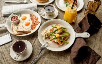 чай, завтрак, сок, яичница, тосты, спаржа, бекон, горчица