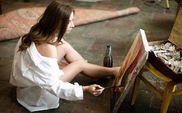девушка, картина, краски, ножки, творчество, кисть, рубашка, холст, художница