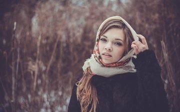 девушка, взгляд, волосы, лицо, шуба, платок, русая