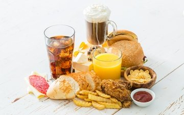 еда, кетчуп, кружка, хлеб, стакан, булочки, кола, сок, чипсы, картофель фри