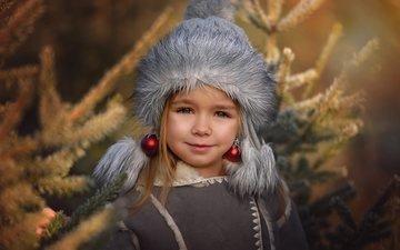 елка, шары, дети, девочка, шарики, волосы, лицо, игрушки, ребенок, шапка, мех, сёрьги