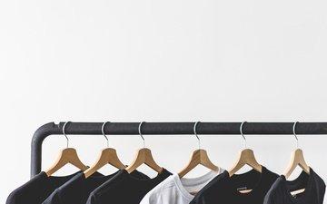 белый фон, одежда, вешалка, футболки