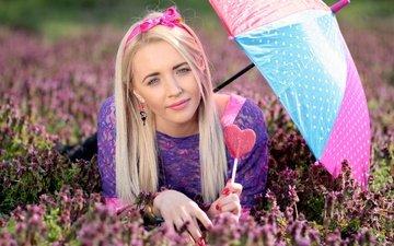 цветы, природа, девушка, блондинка, зонт, леденец, маникюр