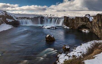 облака, река, скалы, снег, камни, водопад