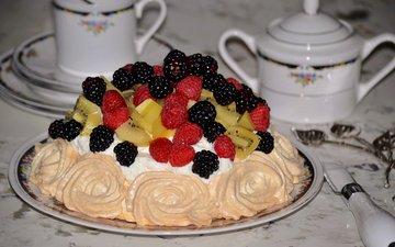 стол, ягоды, торт, безе