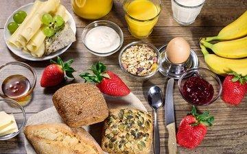 виноград, клубника, сыр, завтрак, молоко, выпечка, бананы, яйцо, булочки, сок, варенье