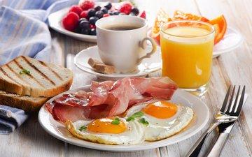 кофе, вилка, хлеб, чашка, завтрак, стакан, тарелка, сок, яичница, бекон