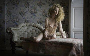 девушка, поза, взгляд, комната, волосы