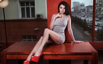 девушка, платье, взгляд, стол, волосы, сидя, высокие каблуки