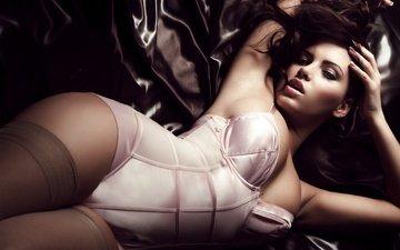 девушка, поза, брюнетка, лежит, модель, ножки, чулки, фигура, корсет, sabine jemeljanova, сабина емельянова