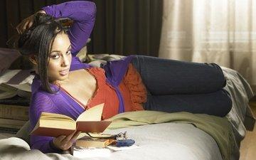девушка, книги, комната, певица, автор песен, пианистка, алисия кис