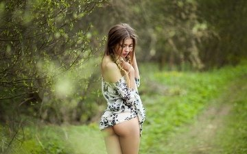 природа, девушка, фото, платье, поза, модель, позирует, попка, в белье