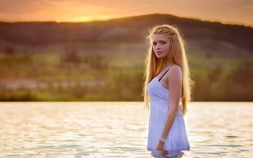 вода, девушка, фон, платье, блондинка, взгляд, волосы