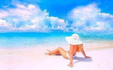 небо, облака, девушка, море, блондинка, песок, пляж, купальник, шляпа