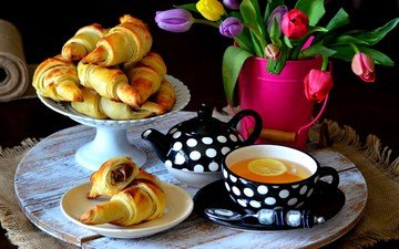 lemon, bouquet, tulips, tea, chocolate, bagels