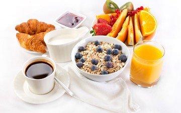 фрукты, клубника, кофе, ягоды, апельсин, киви, черника, завтрак, молоко, дыня, мюсли, сок, круассаны, смородина.джем.