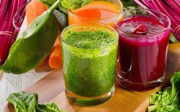 зелень, овощи, стаканы, морковь, сок, смузи, свекла