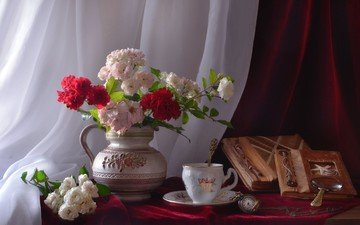 цветы, книги, часы, чашка, ваза, лупа, натюрморт, альбомы