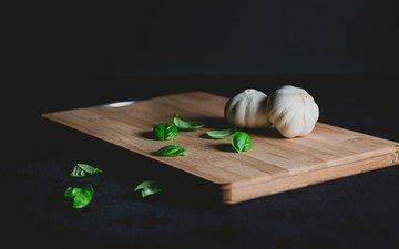 зелень, овощи, чеснок, разделочная доска, базилик