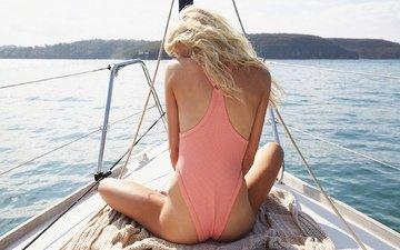 девушка, поза, блондинка, сидит, спина, яхта, судно