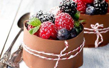 мята, малина, ягоды, черника, сахарная пудра, ежевика