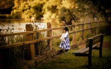 природа, забор, девочка, игрушка, скамейка, косички