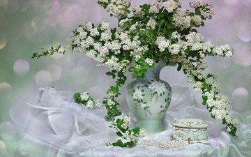 цветы, ветки, букет, бусы, ваза, жемчуг, натюрморт, скатерть, шкатулка, спирея