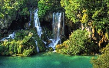 вода, скалы, природа, зелень, водопад, мох, растительность