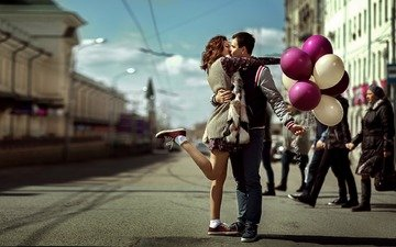girl, mood, street, love, romance, balloons, male, kiss, meeting, lovers