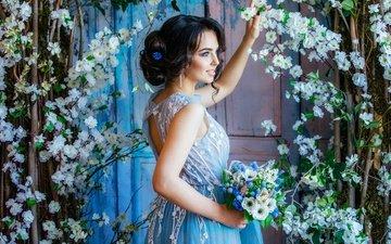 цветы, девушка, платье, брюнетка, сад, модель, макияж, прическа, красотка, букет.