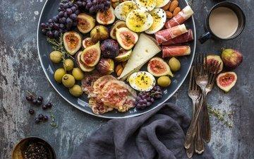 виноград, фрукты, сыр, яйца, инжир, бекон