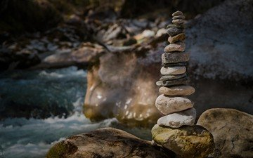 вода, река, природа, камни, лес, пейзаж, башня, пирамида, камушки