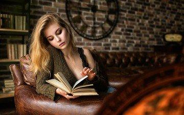 девушка, платье, блондинка, портрет, стена, книги, модель, диван, кирпичи, фотосессия, ирина попова, mark prinz