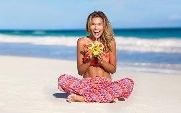 небо, природа, девушка, море, блондинка, пляж, лето, радость, коктейль, sandra kubicka