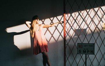 свет, платье, блондинка, тень, модель, решетка, знак