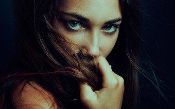 девушка, портрет, брюнетка, взгляд, модель, волосы, зеленые глаза