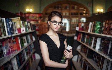 глаза, девушка, платье, очки, книги, губы, библиотека, октябрина максимова, максим гусельников