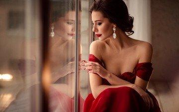 рука, стиль, взгляд, плечи, волосы, макияж, прическа, украшение, красное платье, шатенка, сережки