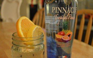 фрукты, дольки, бутылка, алкоголь, водка